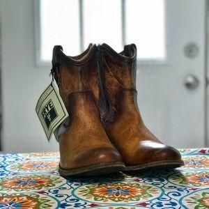 8 1/2 B Melissa button short Frye boots